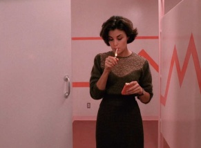 twin-peaks-sweaters-s1-ep5-audrey-lace-2.nocrop.w1800.h1330.2x